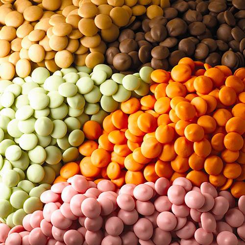 coberturas de chocolates de diversos sabores y colores