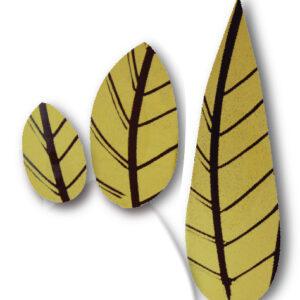 hojas doradas en chocolate negro para decoración de postres